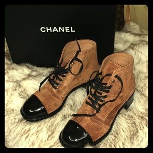 Gorgeous Chanel lace up suede&patent calf leather
